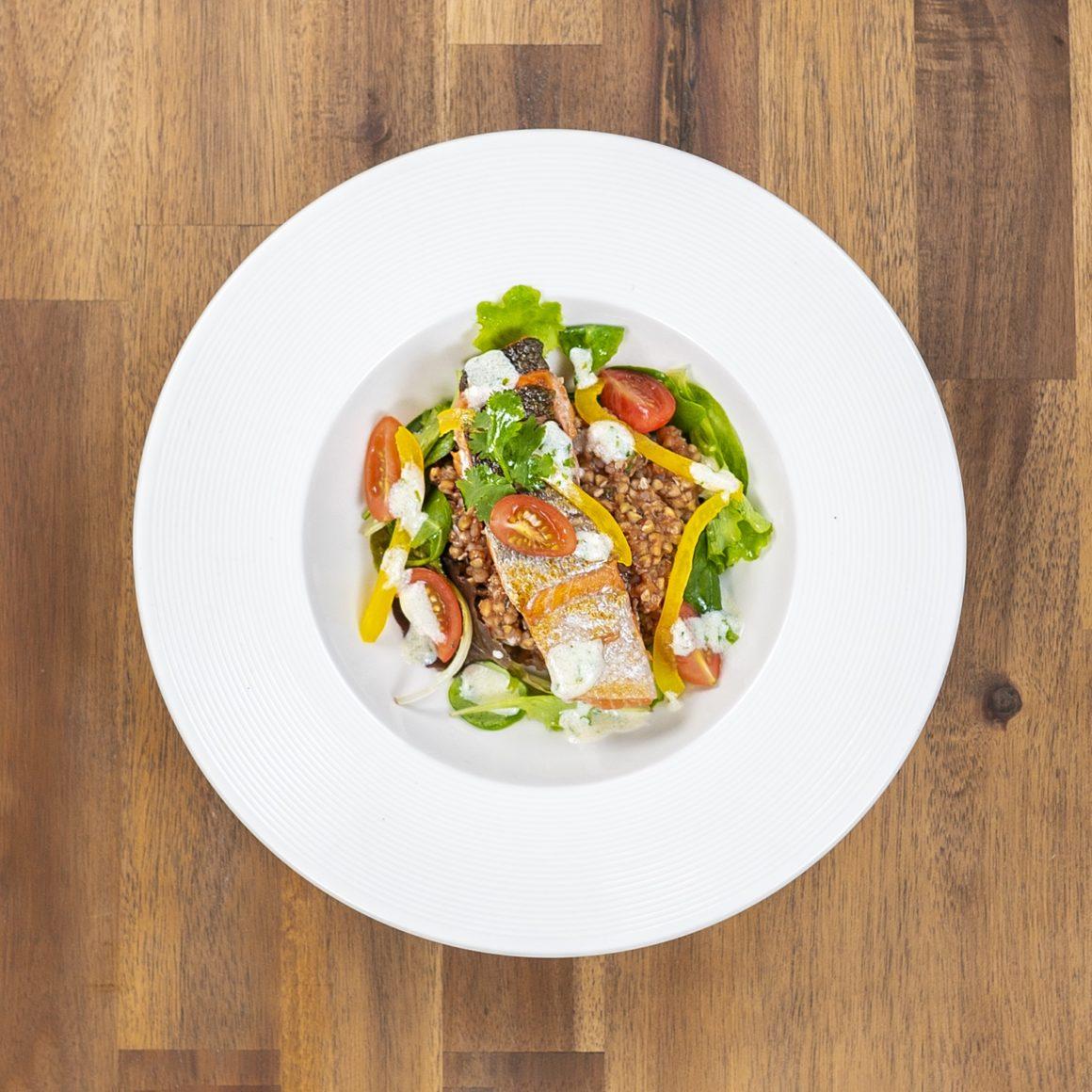 Salát s krupkami vařenými v tomatové omáčce 2