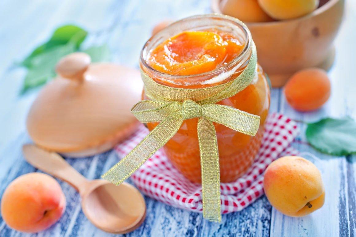 Meruňkový džem s mandlemi a skořicí