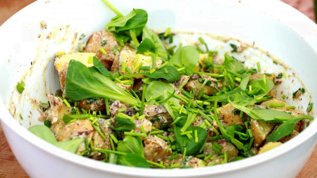 Bramborový salát s hrubozrnnou hořčicí