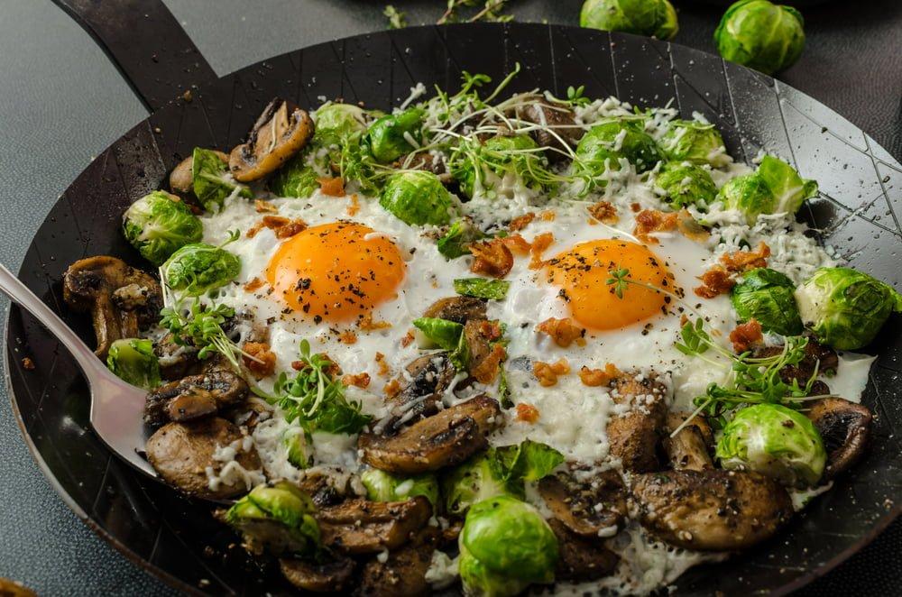 Jarni salat s vajickem zampiony a kapustou